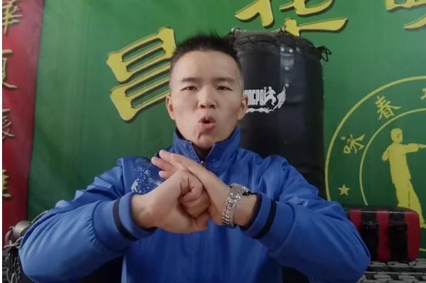 """Võ sư Vịnh Xuân nhận """"cái kết đắng"""" sau màn đấu võ như """"mèo cào"""" với nữ võ sĩ nghiệp dư - Ảnh 3."""