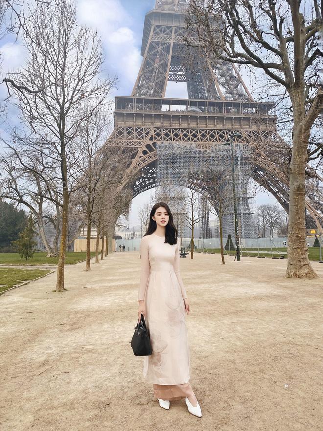 Xem hai mẹ con rich kid Jolie Nguyễn đi du lịch mà ai cũng phải ghen tị: đi vòng quanh châu Âu tận 5 nước, lên hình lung linh cả mẹ lẫn con - ảnh 1