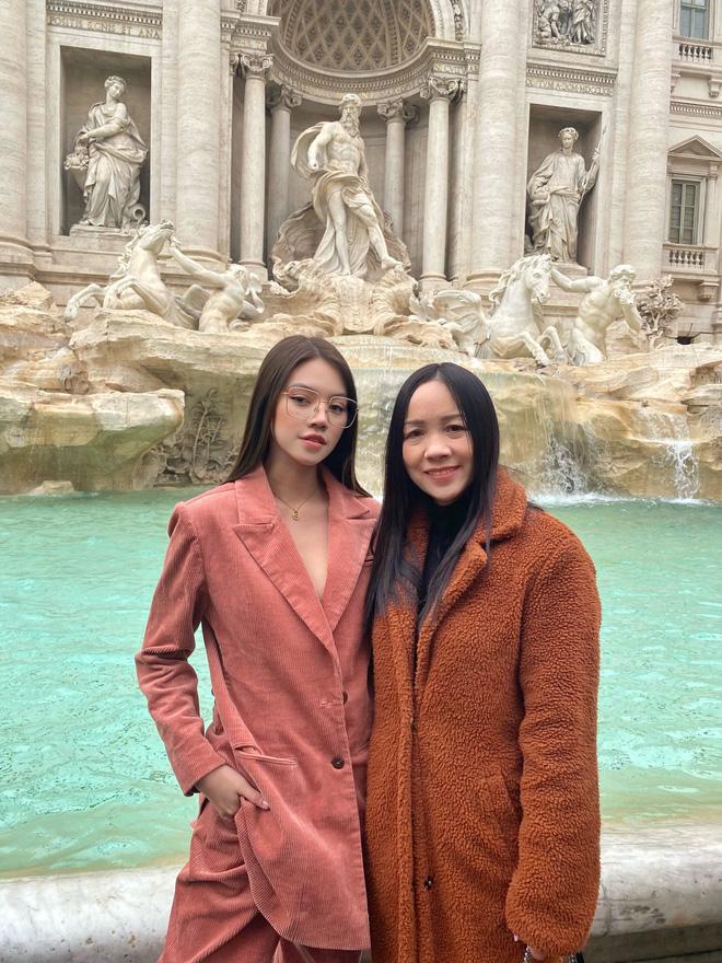 Xem hai mẹ con rich kid Jolie Nguyễn đi du lịch mà ai cũng phải ghen tị: đi vòng quanh châu Âu tận 5 nước, lên hình lung linh cả mẹ lẫn con - ảnh 15