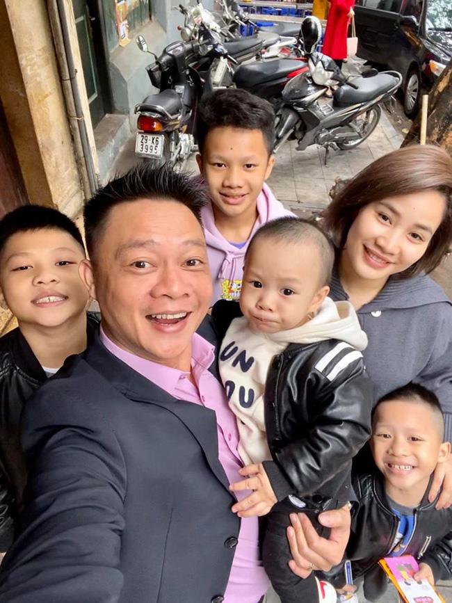 Đã có 3 anh con trai, vợ chồng BTV Quang Minh VTV vẫn cố thêm lần nữa, giới tính em bé thứ 4 khiến nhiều người bất ngờ - Ảnh 2.