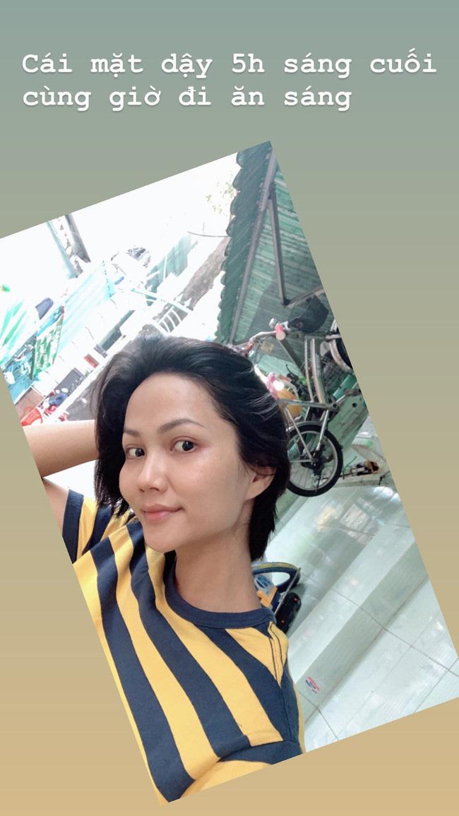 Soi mặt mộc của các Hoa hậu Việt: HHen Niê đã đỉnh lắm rồi nhưng vẫn thua đàn em này - Ảnh 2.