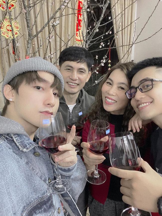4 ông bố nổi tiếng phong độ của sao Việt đẹp trai như nghệ sĩ khiến fan lần nào nhìn thấy cũng trầm trồ không thôi - Ảnh 20.