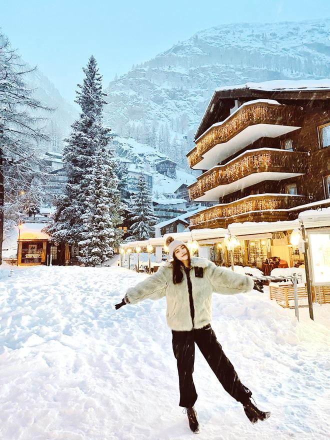 Xem hai mẹ con rich kid Jolie Nguyễn đi du lịch mà ai cũng phải ghen tị: đi vòng quanh châu Âu tận 5 nước, lên hình lung linh cả mẹ lẫn con - ảnh 12