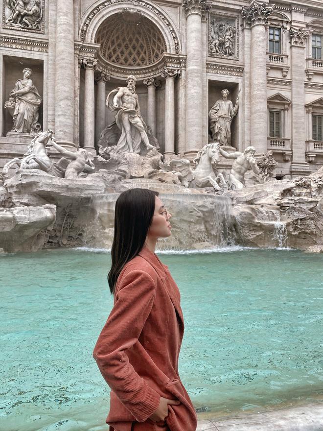 Xem hai mẹ con rich kid Jolie Nguyễn đi du lịch mà ai cũng phải ghen tị: đi vòng quanh châu Âu tận 5 nước, lên hình lung linh cả mẹ lẫn con - ảnh 17