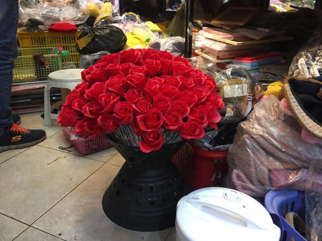 Hoa vĩnh cửu tiền triệu đắt khách dịp Valentine - Ảnh 4.