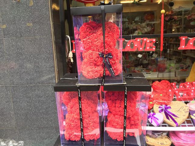 Hoa vĩnh cửu tiền triệu đắt khách dịp Valentine - Ảnh 5.