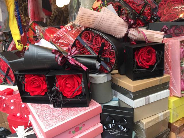 Hoa vĩnh cửu tiền triệu đắt khách dịp Valentine - Ảnh 6.