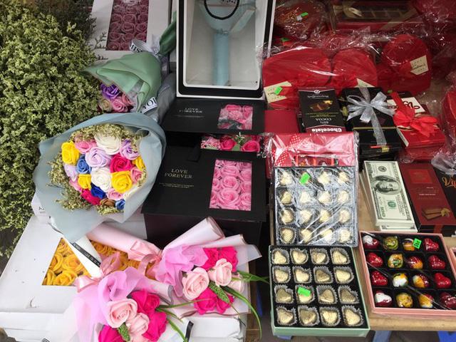 Hoa vĩnh cửu tiền triệu đắt khách dịp Valentine - Ảnh 8.