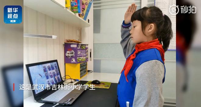 Thầy giáo quên tắt filter má hồng, chào cờ qua TV và hàng tá sự cố học online dở khóc dở cười mùa corona ở Trung Quốc - Ảnh 3.