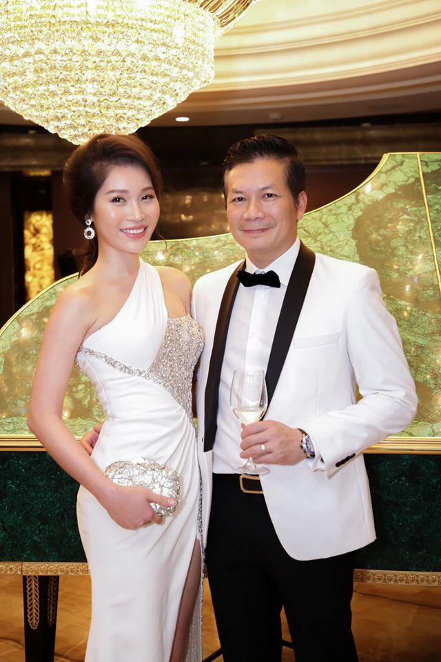 Vợ chồng Shark Hưng rủ nhau hẹn hò Valentine, không ngờ phải tranh thủ từng phút để còn dành thời gian cho việc này - Ảnh 4.