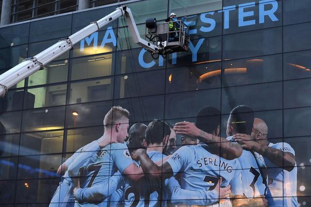 Manchester City bị cấm thi đấu 2 mùa giải UEFA Champions League - Ảnh 1.