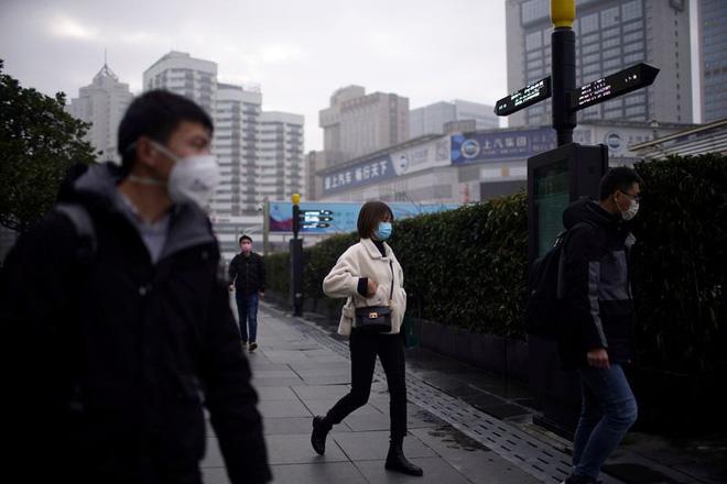 Cảnh tượng hiếm thấy: Hàng triệu người trở lại làm việc nhưng các siêu đô thị Trung Quốc vẫn chìm trong hôn mê vì virus corona - Ảnh 28.