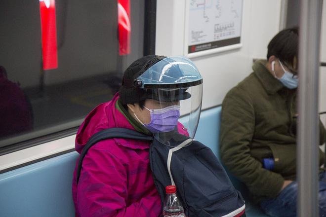 Cảnh tượng hiếm thấy: Hàng triệu người trở lại làm việc nhưng các siêu đô thị Trung Quốc vẫn chìm trong hôn mê vì virus corona - Ảnh 20.
