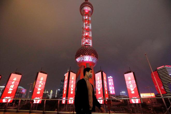 Cảnh tượng hiếm thấy: Hàng triệu người trở lại làm việc nhưng các siêu đô thị Trung Quốc vẫn chìm trong hôn mê vì virus corona - Ảnh 13.