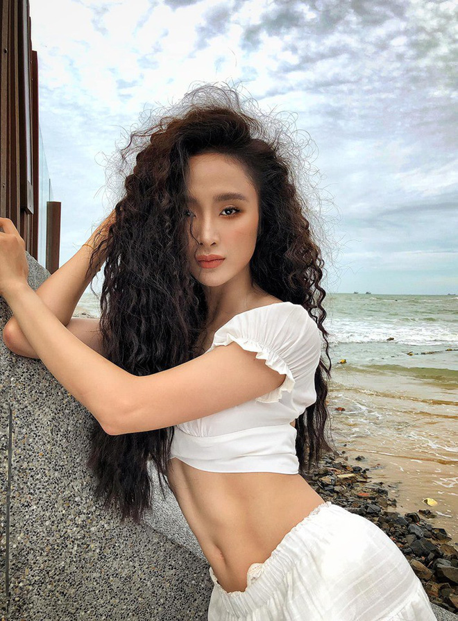 Lâu mới khoe body một lần, Angela Phương Trinh gây chú ý với múi bụng đến cánh mày râu cũng phải dè chừng - Ảnh 3.