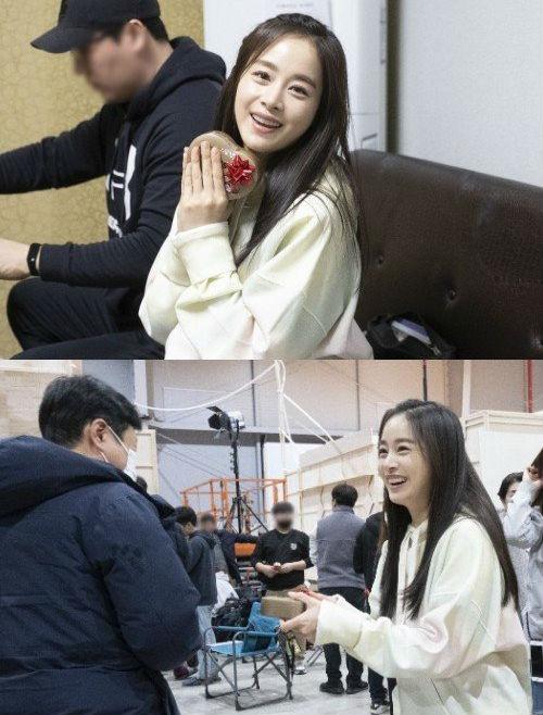 Không phải ông xã Bi Rain, Kim Tae Hee quyết định tặng món quà valentine siêu khủng cho những nhân vật đặc biệt này - Ảnh 3.