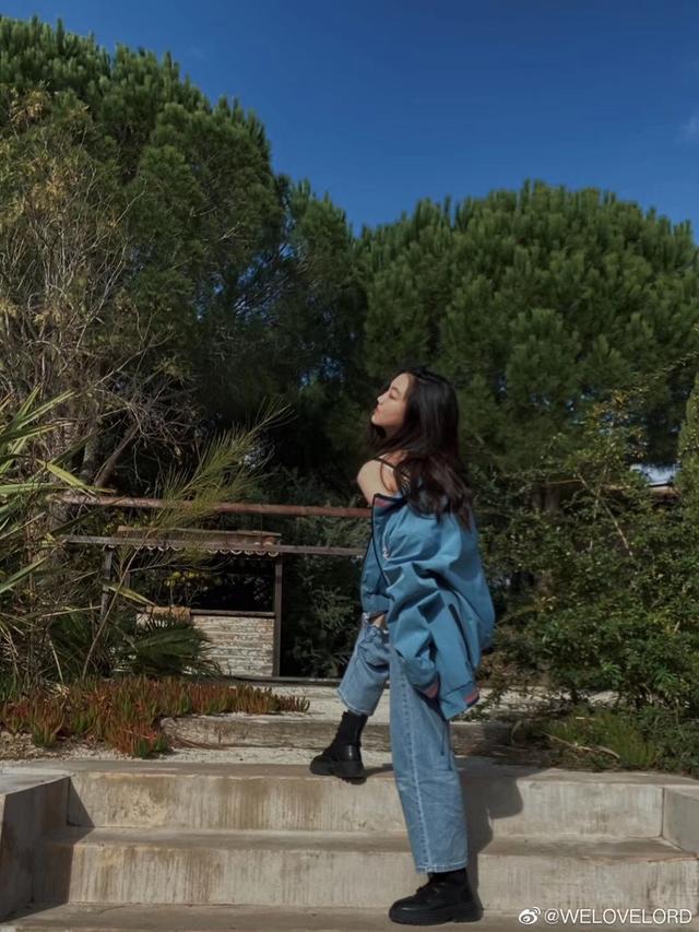 """Đích thị là bản sao hoàn hảo của thiên hậu Hong Kong, con gái Vương Phi mới 13 tuổi nhìn đã """"chất"""" thế này - ảnh 3"""