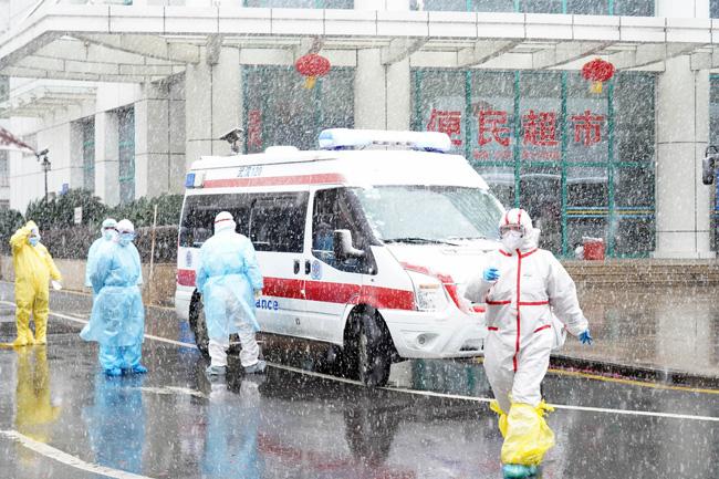 Vũ Hán tuyết trắng xóa, công tác đối phó virus corona thêm khó khăn - Ảnh 4.