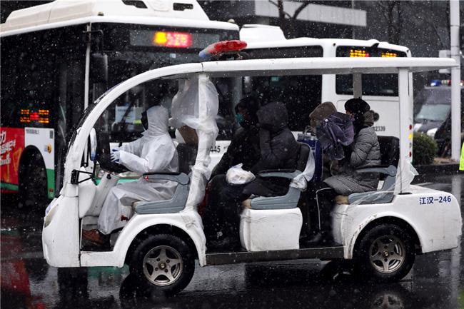 Vũ Hán tuyết trắng xóa, công tác đối phó virus corona thêm khó khăn - Ảnh 7.