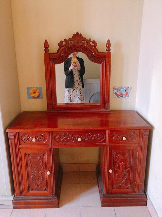 Rao bán bàn trang điểm bằng gỗ xịn, chàng trai bị ném đá vì chi tiết rùng rợn trên chiếc gương - Ảnh 1.