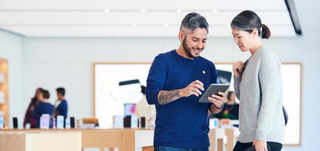 Apple sẽ phải bồi thường hàng triệu USD vì bắt nhân viên ở lại sau giờ làm để kiểm tra đồ dùng cá nhân của họ - Ảnh 1.
