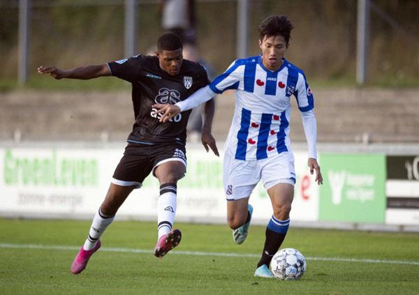 Cựu cầu thủ Barca liên tục dự bị ở Heerenveen và bài học rút ra cho Đoàn Văn Hậu - Ảnh 2.