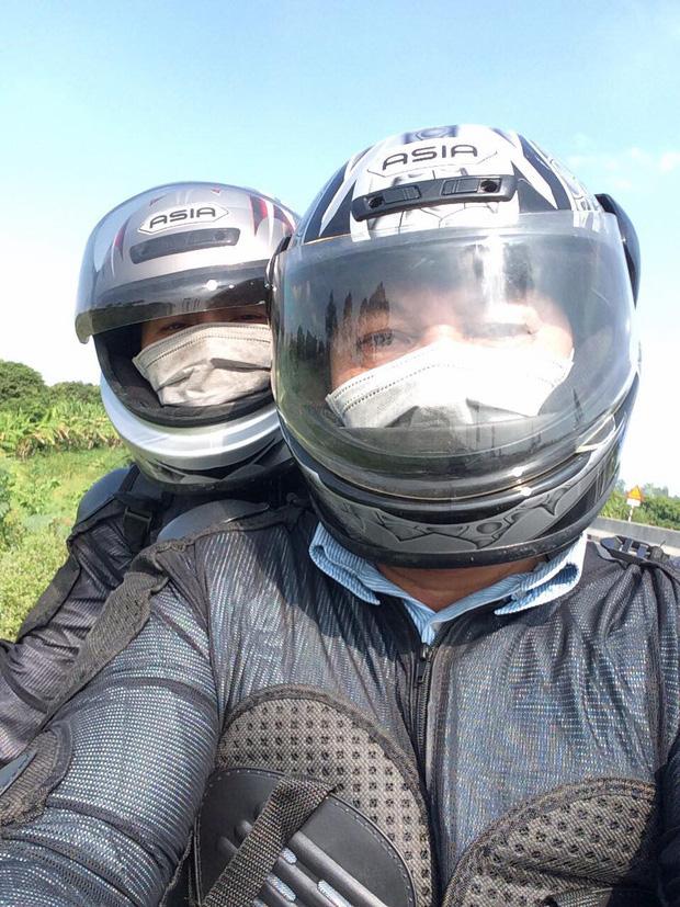 Gái xinh F.A ghen tị với bố mẹ cưới nhau 30 năm vẫn còn video call xin hun miếng, cùng nhau cưỡi mô tô đi phượt khắp thế gian - Ảnh 4.