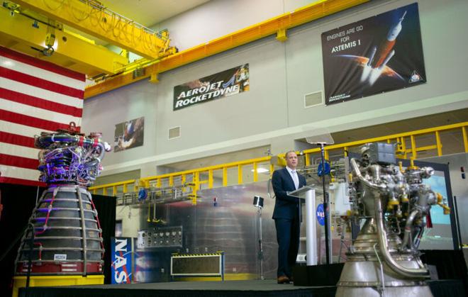 NASA ra giá đầu tư: 35 tỉ USD để đưa phi hành gia lên Mặt Trăng vào năm 2024 - Ảnh 1.