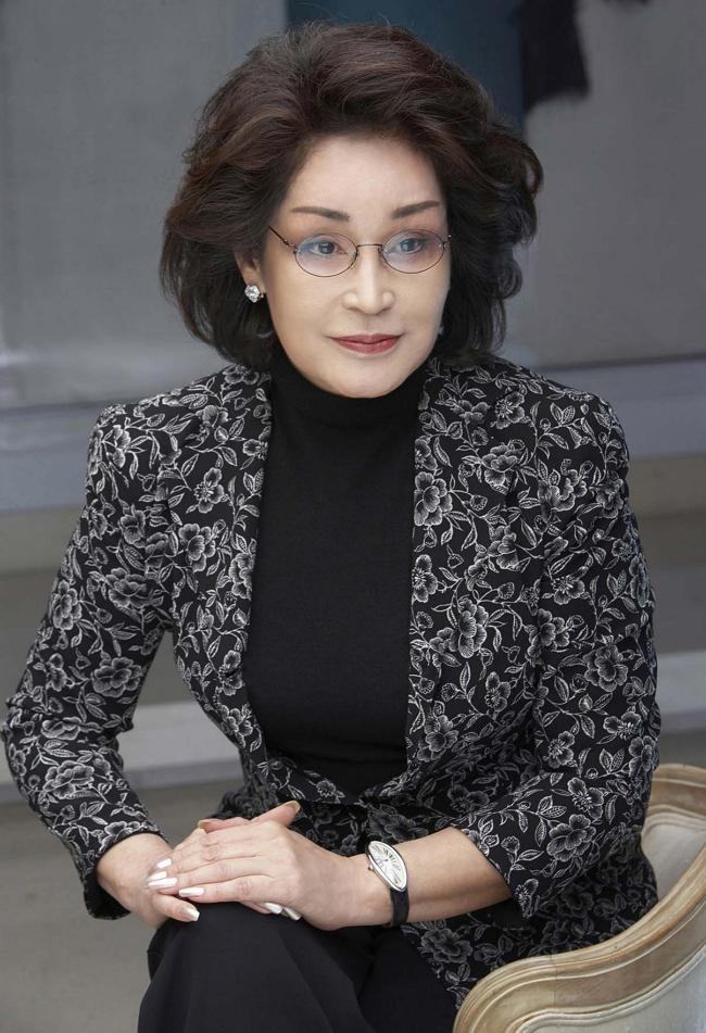 """Lee Myung Hee: Con gái út tài giỏi nhà Samsung, bà mẹ chồng từng khiến con dâu là cựu Hoa hậu Hàn """"lên bờ xuống ruộng"""" - Ảnh 1."""