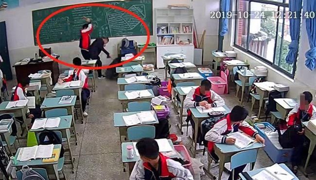 Thầy giáo 30 tuổi trong vụ bị học sinh 15 tuổi đánh bằng gạch sau hơn 3 tháng nằm viện đã tử vong - Ảnh 2.