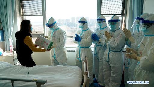 Các nhà nghiên cứu TQ: Đỉnh điểm dịch bệnh do virus COVID-19 đã qua, nguy cơ tái bùng phát vẫn còn - Ảnh 2.