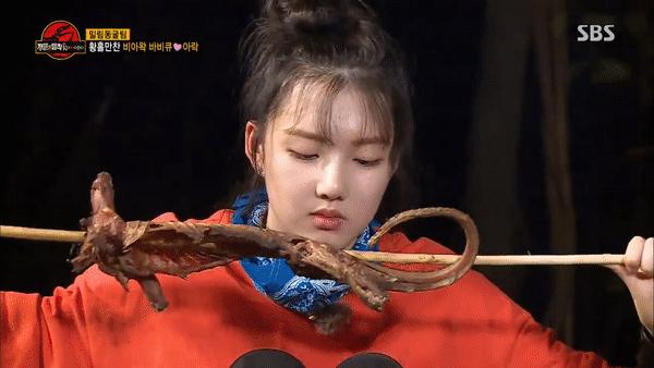 Giữa đại dịch corona: Loạt sao Hoa - Hàn gánh hậu quả lớn vì lộ clip ăn thịt động vật hoang dã  - Ảnh 6.