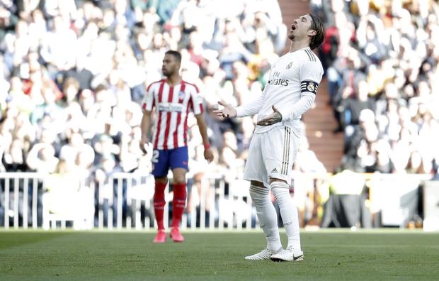 Đánh bại kình địch trong trận đại chiến thủ đô Tây Ban Nha, Real Madrid cho Barcelona hít khói trong cuộc đua vô địch - Ảnh 2.