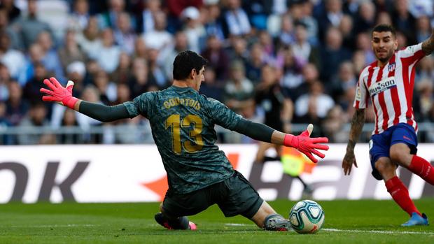Đánh bại kình địch trong trận đại chiến thủ đô Tây Ban Nha, Real Madrid cho Barcelona hít khói trong cuộc đua vô địch - Ảnh 4.