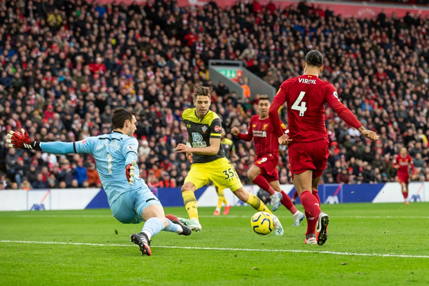 Nhờ pha bóng gây nhiều tranh cãi, Liverpool gia tăng cách biệt với đội nhì bảng lên 22 điểm: BTC nên trao luôn cúp Ngoại hạng cho thầy trò Klopp! - Ảnh 4.