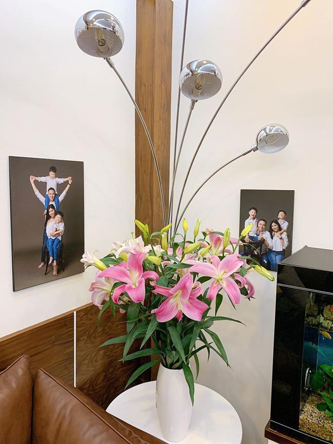 MC Hoàng Linh lần đầu hé lộ về không gian trong ngôi nhà mới tậu tiền tỷ, nhìn cách bày biện khiến nhiều người trầm trồ - Ảnh 5.