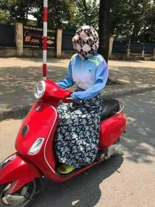 Người phụ nữ trùm kín mít đi xe máy, tưởng bình thường hóa ra ẩn chứa điều bất thường không tưởng - Ảnh 5.