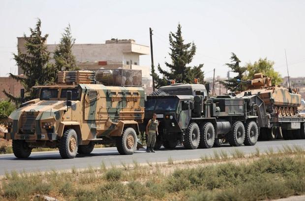Căn cứ quân sự lớn nhất của Nga tại Syria bị tấn công; Xe bọc thép Nga-Mỹ đụng độ, gay cấn ngang phim hành động - Ảnh 1.