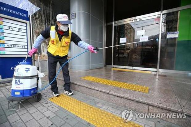 Virus corona tại Hàn Quốc: Hơn 1000 người từng đến nhà thờ cùng bệnh nhân siêu lây nhiễm, 90 xuất hiện triệu chứng, 396 chưa liên lạc được - Ảnh 3.
