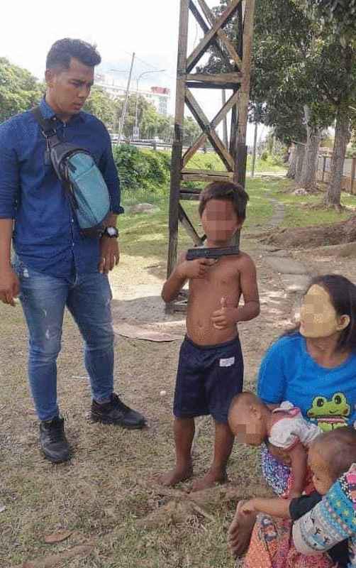 Tóm gọn đường dây ép trẻ em cầm súng đồ chơi đi xin đểu - Ảnh 3.