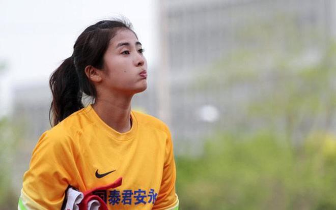 Báo Thái bất ngờ chọn hotgirl tuyển nữ Hoàng Thị Loan vào Top 10 nữ cầu thủ xinh đẹp nhất châu Á - Ảnh 8.