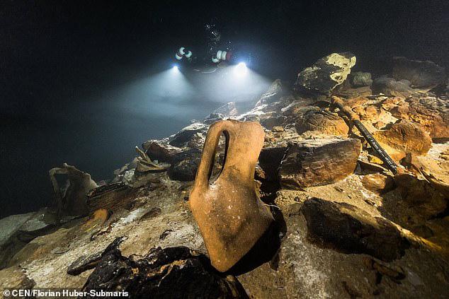 Lặn xuống hang ngầm thời cổ đại, các nhà khảo cổ phát hiện hàng loạt điều bất ngờ  - Ảnh 7.