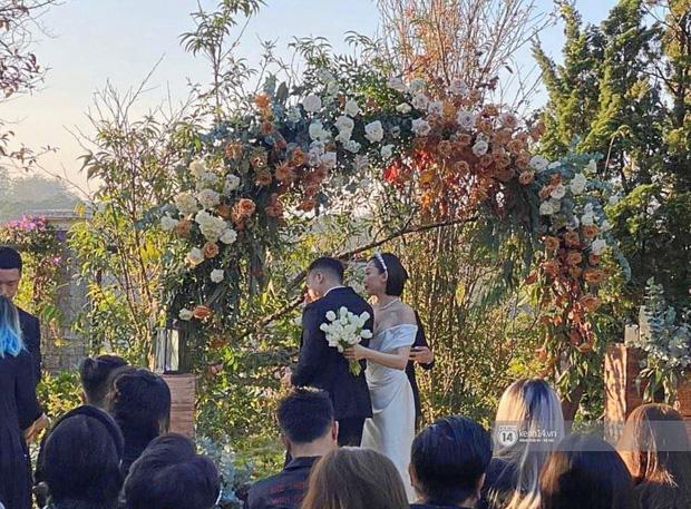 Những đám cưới bí mật rung chuyển Vbiz: Nhã Phương, Hari Won yêu cầu cực nghiêm, Tóc Tiên, Bảo Thy kín như bưng tới giờ G! - Ảnh 2.