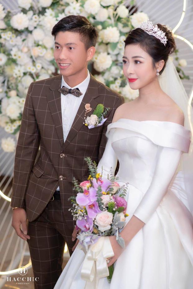Nhật Linh (vợ Phan Văn Đức) tiết lộ nỗi khổ khi yêu cầu thủ nổi tiếng: Rất áp lực, mấy tháng đầu tôi hay tủi thân khóc, bỏ ăn, đòi bỏ cả anh ấy - Ảnh 2.