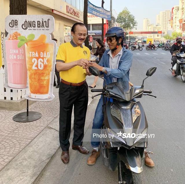 Cà phê Ông Bầu của Bầu Đức và Bầu Thắng chính thức khai trương: Giá chỉ 16.000 đồng/ly, mỗi ly bán ra sẽ góp 1.000 đồng vào quỹ phát triển tài năng Việt - Ảnh 1.