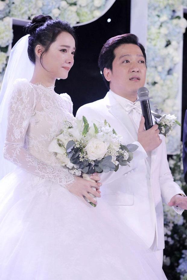 Những đám cưới bí mật rung chuyển Vbiz: Nhã Phương, Hari Won yêu cầu cực nghiêm, Tóc Tiên, Bảo Thy kín như bưng tới giờ G! - Ảnh 16.