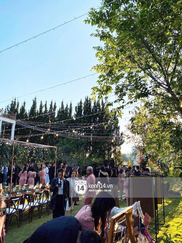 Những đám cưới bí mật rung chuyển Vbiz: Nhã Phương, Hari Won yêu cầu cực nghiêm, Tóc Tiên, Bảo Thy kín như bưng tới giờ G! - Ảnh 3.