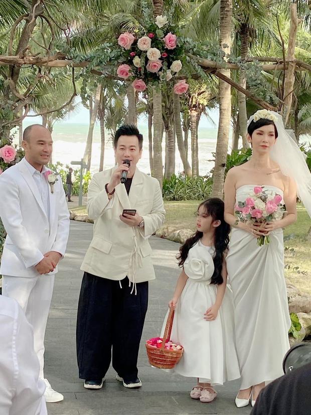 Những đám cưới bí mật rung chuyển Vbiz: Nhã Phương, Hari Won yêu cầu cực nghiêm, Tóc Tiên, Bảo Thy kín như bưng tới giờ G! - Ảnh 25.