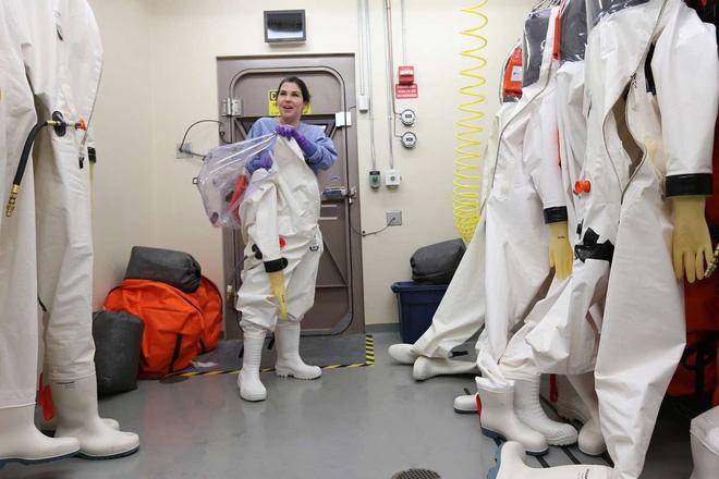Bên trong phòng thí nghiệm an toàn sinh học BSL-4: Nơi virus không thể nào thoát ra ngoài - Ảnh 4.