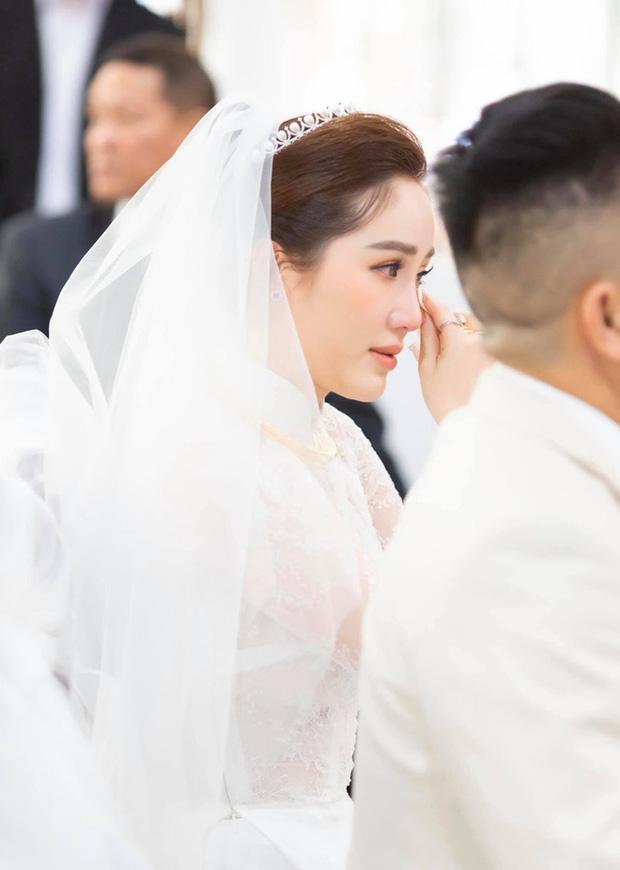 Những đám cưới bí mật rung chuyển Vbiz: Nhã Phương, Hari Won yêu cầu cực nghiêm, Tóc Tiên, Bảo Thy kín như bưng tới giờ G! - Ảnh 9.